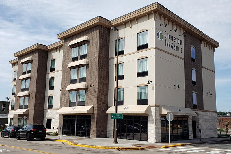 Cobblestone Inn & Suites at UW-Stout Downtown Menomonie